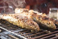 Fischstange zu Hause gebacken auf dem Grill Lizenzfreie Stockfotos