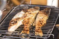 Fischstange zu Hause gebacken auf dem Grill Stockbild