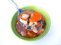 Fischsuppe und -löffel stockfoto