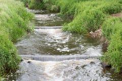 Fischtreppe entlang einem Damm im niederländischen Fluss Vecht Lizenzfreie Stockbilder