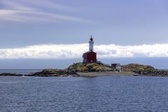 Fisgard fyr och Juan De Fuca Strait Background Cloudscape arkivfoton