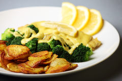 Fish with broccoli and sliced potatoes Royalty Free Stock Photos