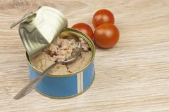 Fish - canned tuna in olive oil, healthy meals with vegetables Stock Photography