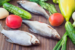 Fish and components for her preparation: vegetables, spices, par Stock Photo