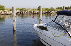 fish dokująca biała łódź Zdjęcia Stock