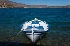 Fishboat i en fjärd Royaltyfri Bild