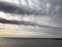 Fishbone ήλιος και ποταμός Memes κάλυψης σύννεφων Στοκ φωτογραφία με δικαίωμα ελεύθερης χρήσης