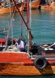 Fisher人工作在马德普拉塔por  库存图片