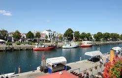 Fisher小船在Warnemuende港口  免版税库存图片