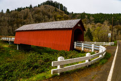 Fisher Covered Bridge Oregon, USA, Royaltyfria Foton