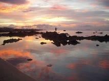 Fisher en una salida del sol de Reunion Island Imagen de archivo