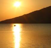Fisher local en el lago Peten Itza - situado en Guatemala del norte cerca de Flores fotos de archivo