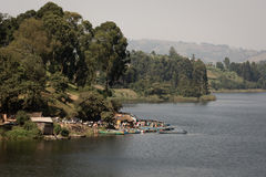Fisher miasteczko przy jeziorem w Uganda Zdjęcie Stock