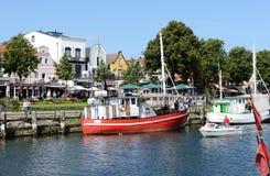 Fisher łodzie w schronieniu Warnemuende Obrazy Royalty Free
