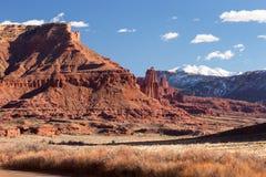 Fisher Towers Late Afternoon en el desierto al norte de Moab Utah con las montañas de la sal del La fotografía de archivo libre de regalías