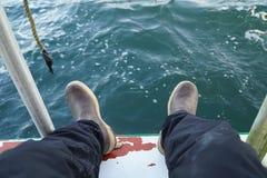 Fisherman& x27; 在海洋的s起动 免版税库存照片