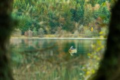 Free Fisherman In Boat In Automn Day. Fishing On Lake Inside The Forest Stock Images - 163526834