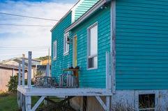 Fisherman& x27; s-Haus mit Hummerfallen Lizenzfreies Stockfoto