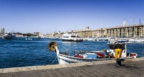 Fishermans в старом порте Стоковые Изображения