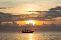 Fishermans работает в восходе солнца Стоковое Изображение RF