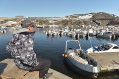 Fishermans che lavora al mare Glaciale Artico nel marinaio di Ilulissat, Groenlandia Maggio 2016 Fotografie Stock Libere da Diritti