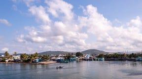 Fishermans kommen in Stadt zurück Lizenzfreies Stockfoto