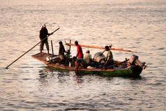Fishermans (Lamalera,印度尼西亚) 免版税库存照片
