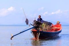 Fishermans underhöll fartyget fotografering för bildbyråer
