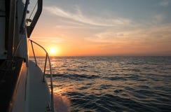 Fishermans widok pomarańczowy wschód słońca nad morzem Cortes, zatoka Kalifornia/podczas gdy łowiący w wczesnym poranku obraz stock