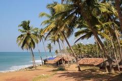 Fishermansdorp op de kust van Indische Oceaan stock foto