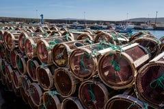 Fishermanss redskap i hamnen av Laxe Spanien arkivfoton