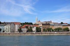Fishermanstorens en oude gebouwen Boedapest Stock Foto's