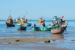 Fishermen prepare their boats after a night of fishing. Mui Ne, Vietnam Stock Photos