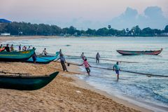Fishermen pulling the net, Sri Lanka Royalty Free Stock Photos
