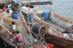 Fishermen to mend their nets in the boat Royalty Free Stock Photography