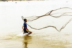 Fishermen use nets to catch fish Royalty Free Stock Photography