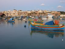 Fishermens小船在Marsaxlokk在马耳他 库存照片