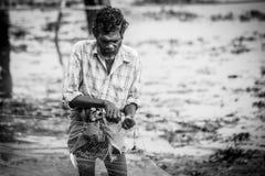 fishermens, die am frühen Morgen in ihren hölzernen Booten fischen Lizenzfreie Stockbilder