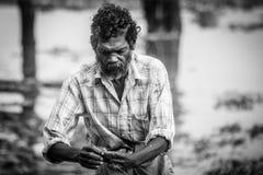 fishermens, die am frühen Morgen in ihren hölzernen Booten fischen Lizenzfreie Stockfotografie