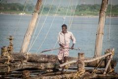 fishermens, die am frühen Morgen in ihren hölzernen Booten fischen Stockfoto