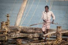 fishermens, die am frühen Morgen in ihren hölzernen Booten fischen Lizenzfreies Stockfoto