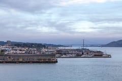 Fishermens hamnplats med Golden gate bridge Arkivbilder