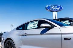 Fishers - около март 2018: Местный автомобиль Форда и дилерские полномочия тележки Форд продает продукты под брендами Линкольна и Стоковые Фото