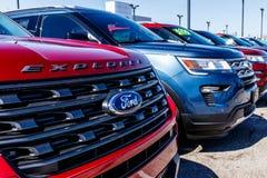 Fishers - около март 2018: Местный автомобиль Форда и дилерские полномочия тележки Форд продает продукты под брендами Линкольна и Стоковая Фотография RF