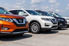 Fishers - cerca do agosto de 2018: Veículos novos em Nissan Car e em um negócio de SUV Nissan é parte de Renault Nissan Alliance  fotos de stock royalty free