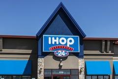 Fishers - Circa Maj 2017: Internationellt hus av pannkakor IHOP är en restaurangkedja som erbjuder en variation av frukostdroppen arkivbild
