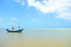 Fishersboat på havet Royaltyfria Bilder