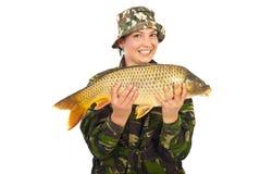 Fisherwoman feliz con los pescados grandes foto de archivo libre de regalías