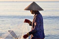 Fisherwoman nel Vietnam Immagini Stock