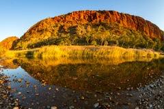 Fisheye-Ansicht der Klippen bei Glen Helen Gorge stockfotos